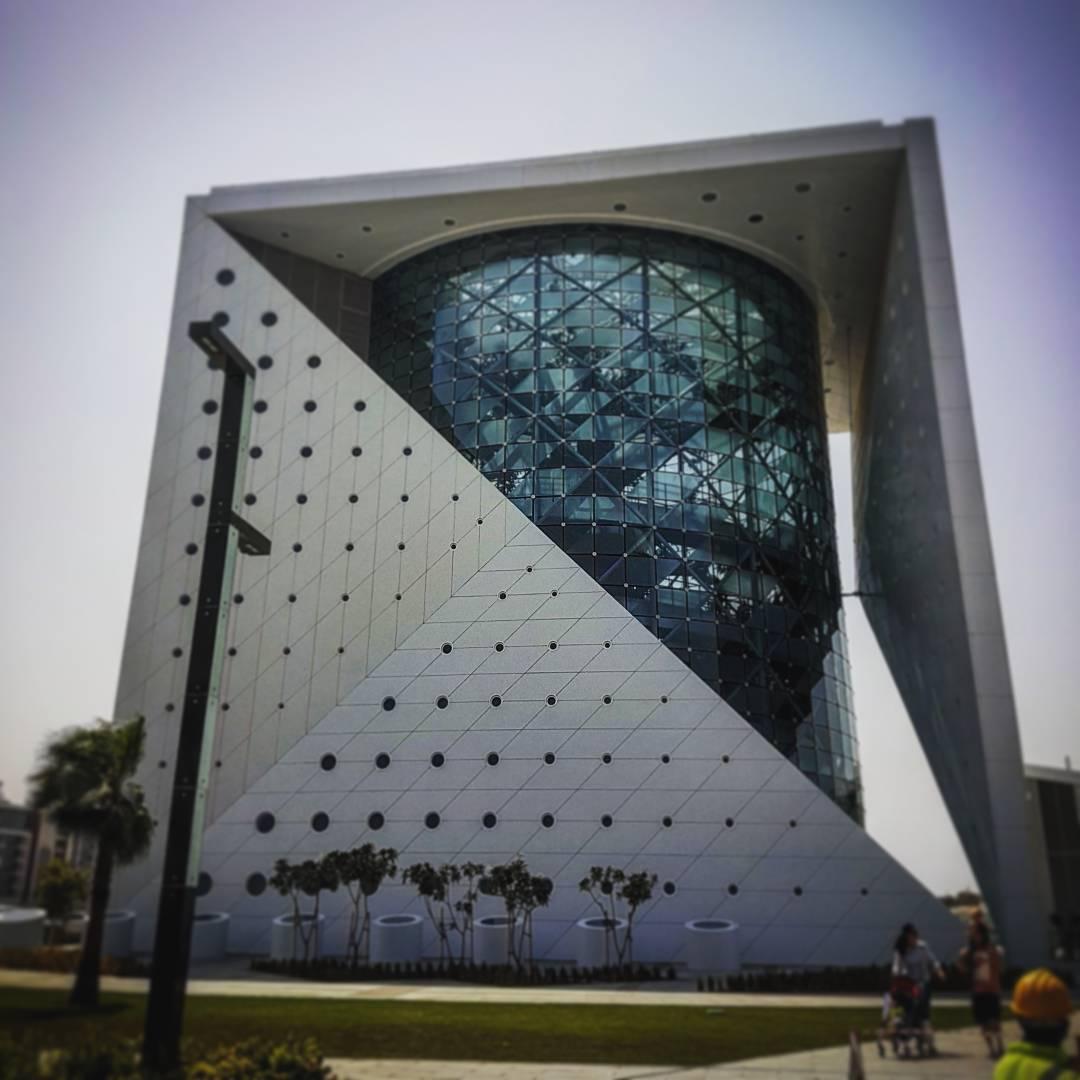 """""""'گرین پِلَنِت"""" در داخل ساختمانی شیشه ای به طول 45.72 متر ساخته شده است."""
