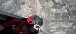 لذت تماشای یک مانور هوایی بی نظیر و دلهره آور از داخل کابین خلبان [تماشا کنید]