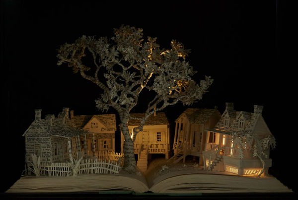 illuminated-book-sculpture-su-blackwell-8-57ee498590e18__700-w600