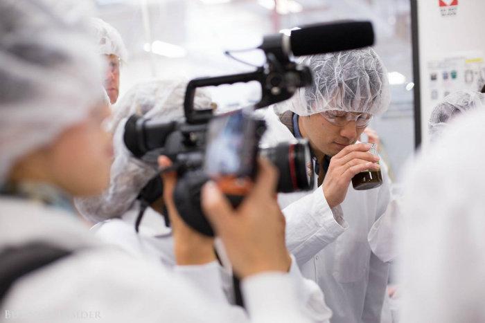 بنابراین دانشمندان شرکت تصمیم گرفتند این عنصر را به شل مصنوعی در آزمایشگاه تولید کنند. آنها با کشف کد ژنتیک تولید «هم» در سویا آن را به خمیر مایع تزریق کنند.