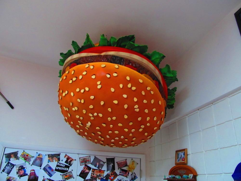 meet-the-man-with-the-worlds-largest-collection-of-hamburger-memorabilia-body-image-1474999599-size_1000