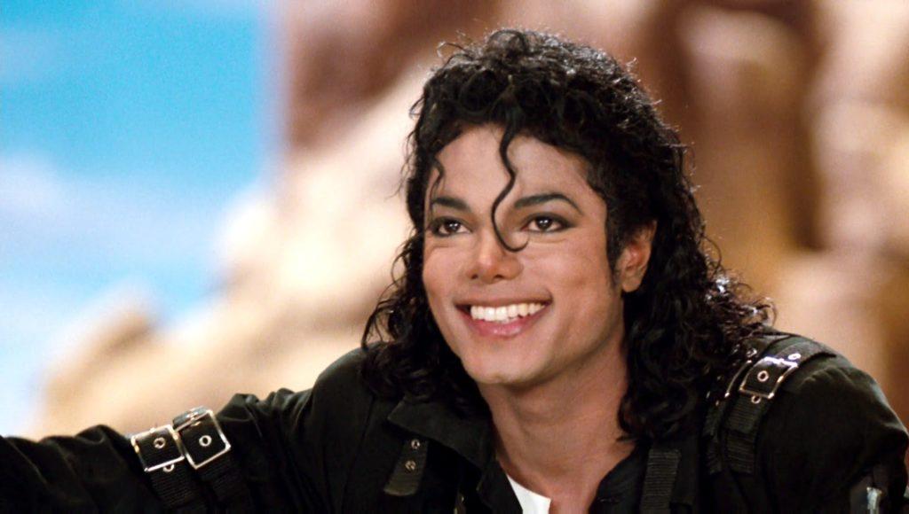 مایکل جکسون با ۸۲۵ میلیون دلار درآمد، در صدر پولساز ترین مردگان جهان قرار گرفت