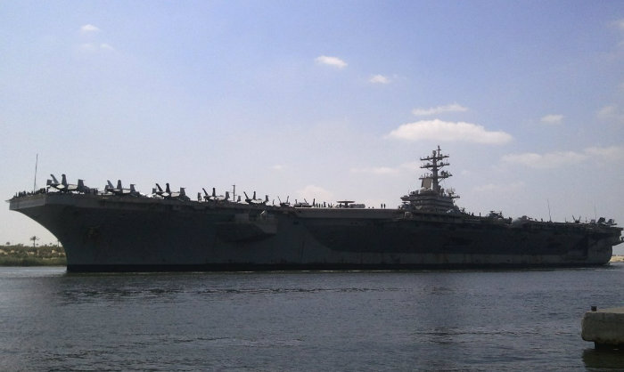 در حال حاضر، ارتش آمریکا 10 ناو ماموریت داده شده دارد که می توانند 90 هواپیما را با خود حمل کنند. هزاران زن و مرد همراه با 5 هزار خلبان، ملوان و تفنگداران دریایی در این زمینه خدمات ارائه می کنند.