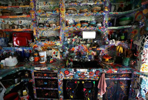 این ساختمان، «خانه کاشی کاری شده» نام دارد و هزاران اشیا با استفاده از دست بر روی آن به کار رفته است