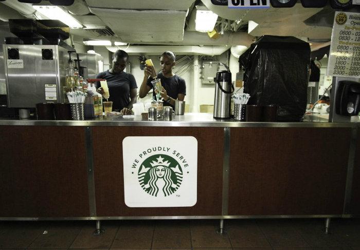 کمپانی «Starbucks» نیز در این جا شعبه دارد. خدمه ای که قبلا در اماکن غیر نظامی آموزش دیده اند، در کشتی مشغول به کار هستند.