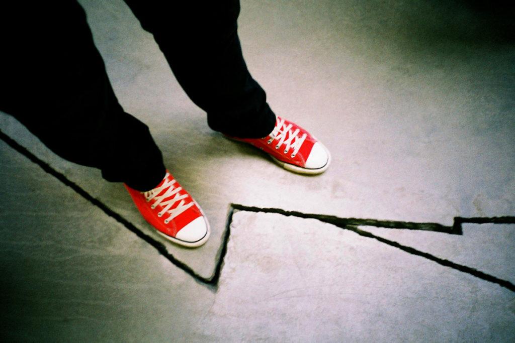 چرا از راه رفتن بر روی ترک ها اجتناب می کنیم؟