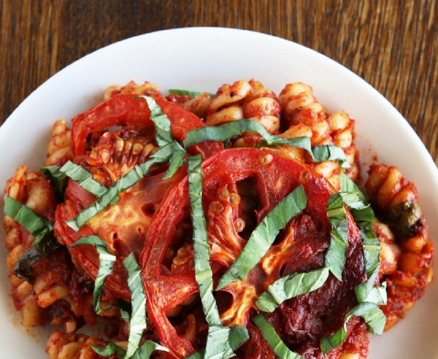 خوشمزه روز: پاستا گوجه فرنگی و ریحان [تماشا کنید]