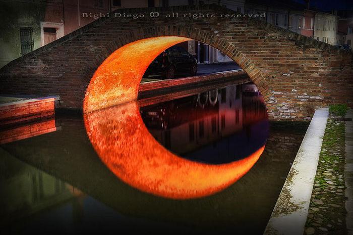 بازتاب ماه زیر پل