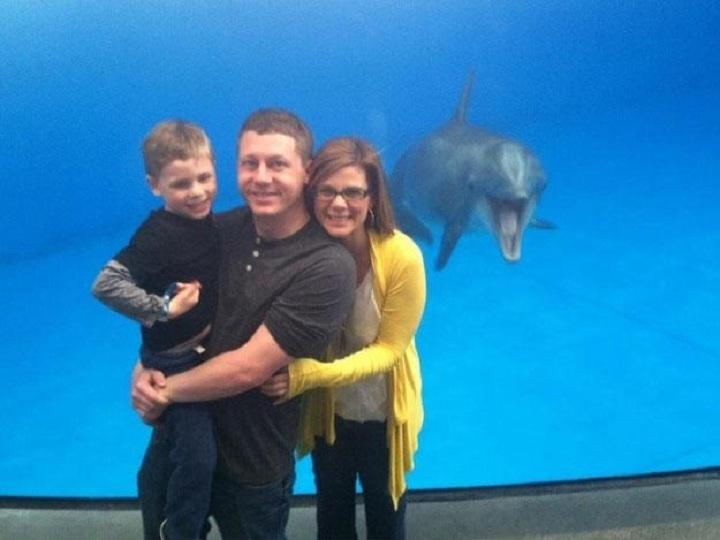 یک دلفین در آکواریوم ملی بالتیمور در این عکس خانوادگی حضور به هم رسانده است.