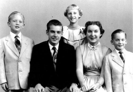 ترامپ در عکس خانوادگی در سمت چپ