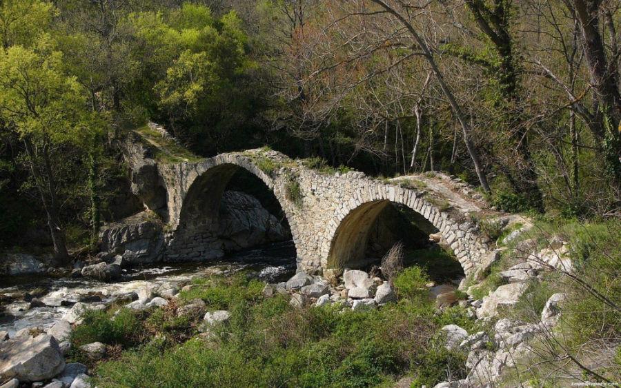 پل قدیمی در فرانسه