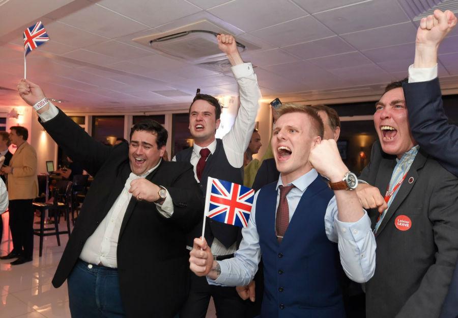 طرفداران طرح جداسازی انگلیس از اتحادیه اروپا در حال خوشحالی از برنده شدن این طرح - 23 ژوئن