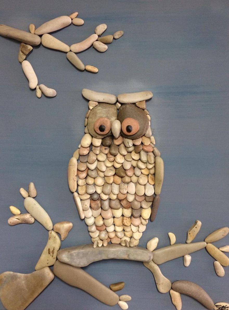 نگاهی به آثار هنرمندی که با سنگ های ساحلی، کلاژ می سازد