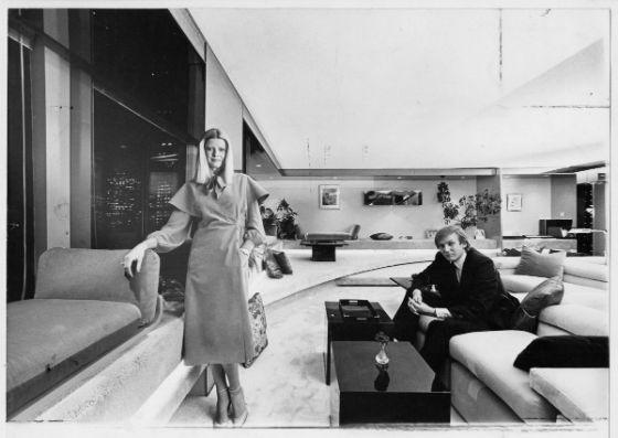 ایوانا و ترامپ در اتاق نشیمن آپارتمان منهتن در 12 مارس 1979