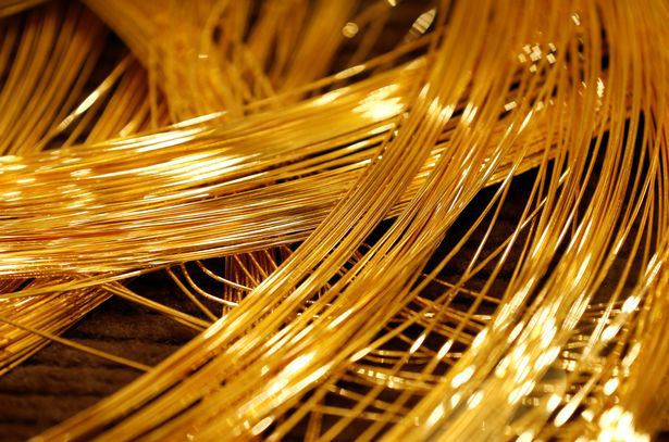 a-close-up-view-of-a-gold-christmas-tree-decorated-with-19-kilograms-418-lbs-of-pure-gold-wires-2-w700