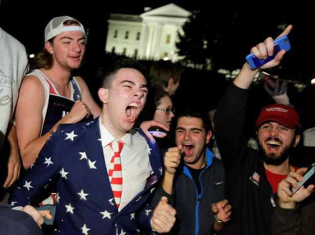 supporters-of-republican-presidential-nominee-donald-trump-rally-in-front-of-the-white-house-in-wash-w700