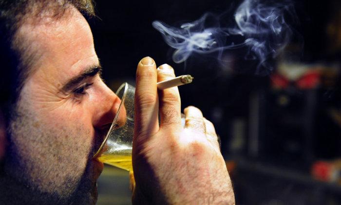 alcohol-smoking-w700