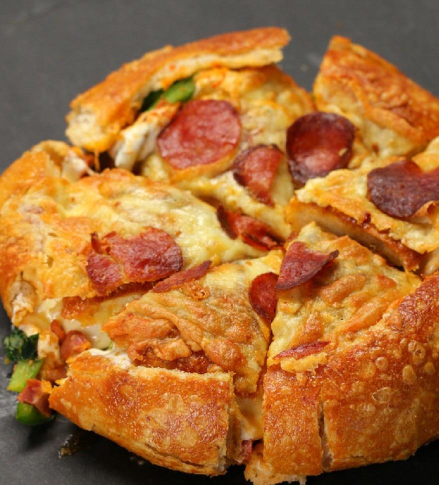 خوشمزه روز: بمب پیتزا؛ مملو از پنیر و پپرونی [تماشا کنید]