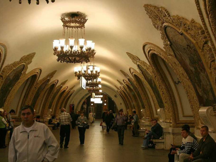 moscow-has-a-super-beautiful-subway-system-including-the-4th-deepest-station-in-the-world-w700