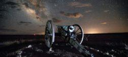 تایم لپسی زیبا از درخشش ستاره ها در آسمان شب کویر [تماشا کنید]