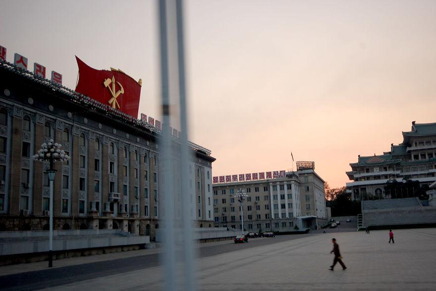 میدان Kim-Ir-Sung
