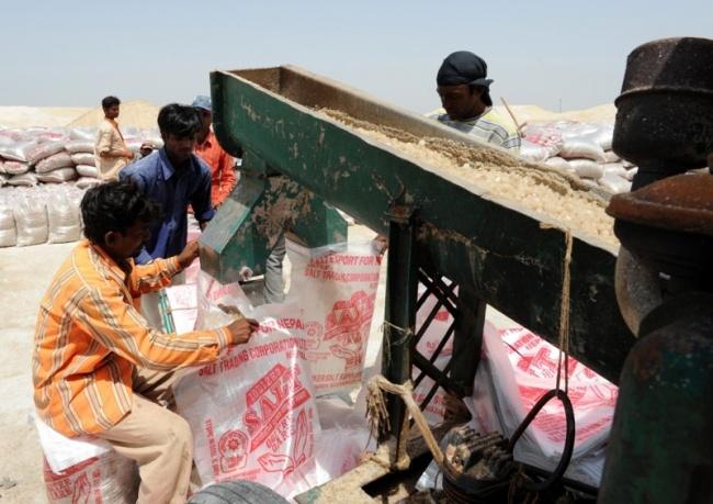 بسته بندی نمک در هند