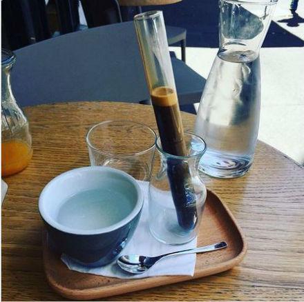 قهوه در شیشه آزمایشگاه