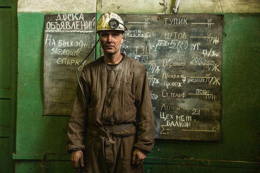 21- «ایگور ورونکین» یکی از کارگران معدن بارنسبورگ در اسپیتزبرگ در نروژ است. همانند 400 کارگر دیگر این معدن، او نیز اهل اوکراین شرقی است.