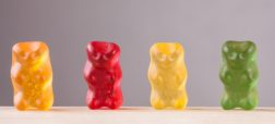 تمامی پاستیل های رنگی کنونی با طعم های متنوع که در شکل کرم، گیلاس، قورباغه، میوه ها و حتی همبرگر و نیمرو وجود دارند، ایده اصلی خود را از خرس های پاستیلی رایگل گرفته اند که پایه گذار تولید این خوراکی دوست داشتنی بوده اند.