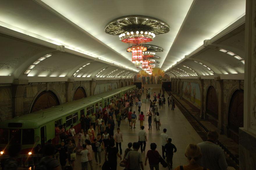 ایستگاه متروی که معماری بسیار زیبایی دارد