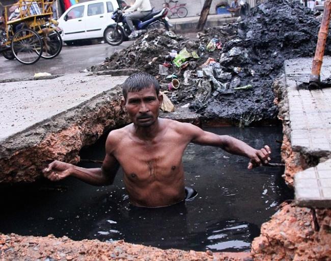 تمیز کردن فاضلاب و جوی آب در هند