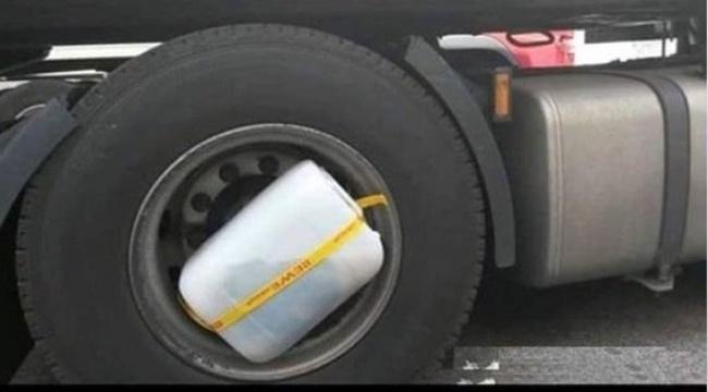شست و شوی لباس توسط راننده های کامیون در مسافت های طولانی