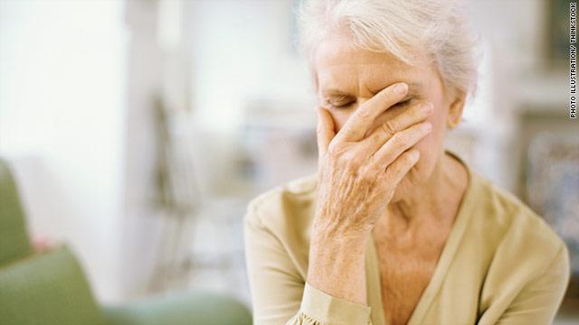 چرا با افزایش سن حافظه ضعیف تر می شود؟ درمان آن چیست؟