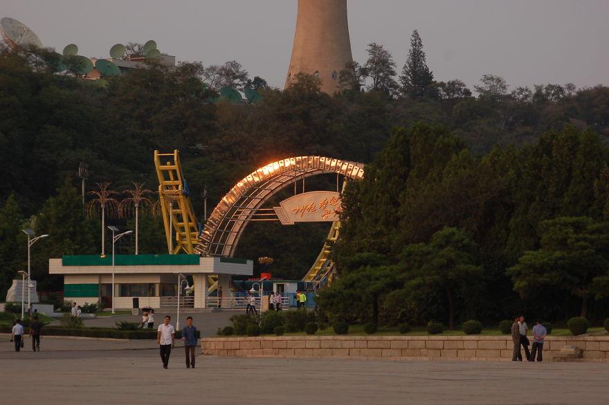 ورودی شهربازی در پایتخت کره شمالی