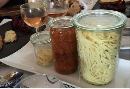 اسپاگتی در شیشه های مجزا