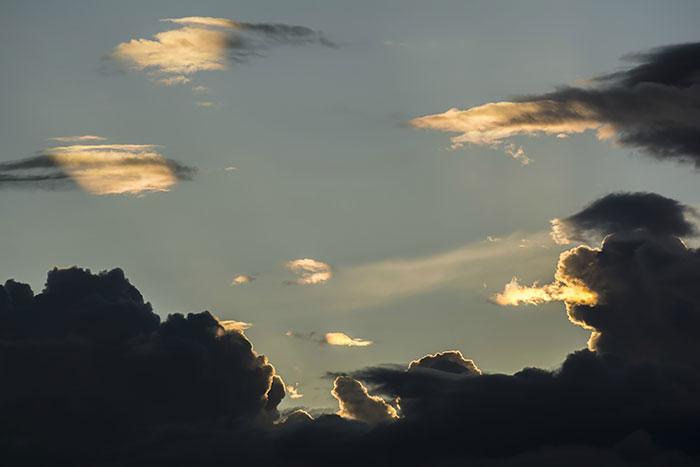 9A پدید آمدن اشکال زیبای پرنده ها و حیوانات در ابرها