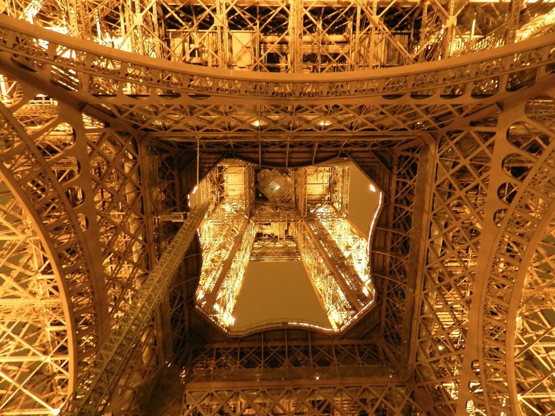 12 حقیقت جالب درباره برج ایفل که احتمالا آنها را نمی دانستید - روزیاتو