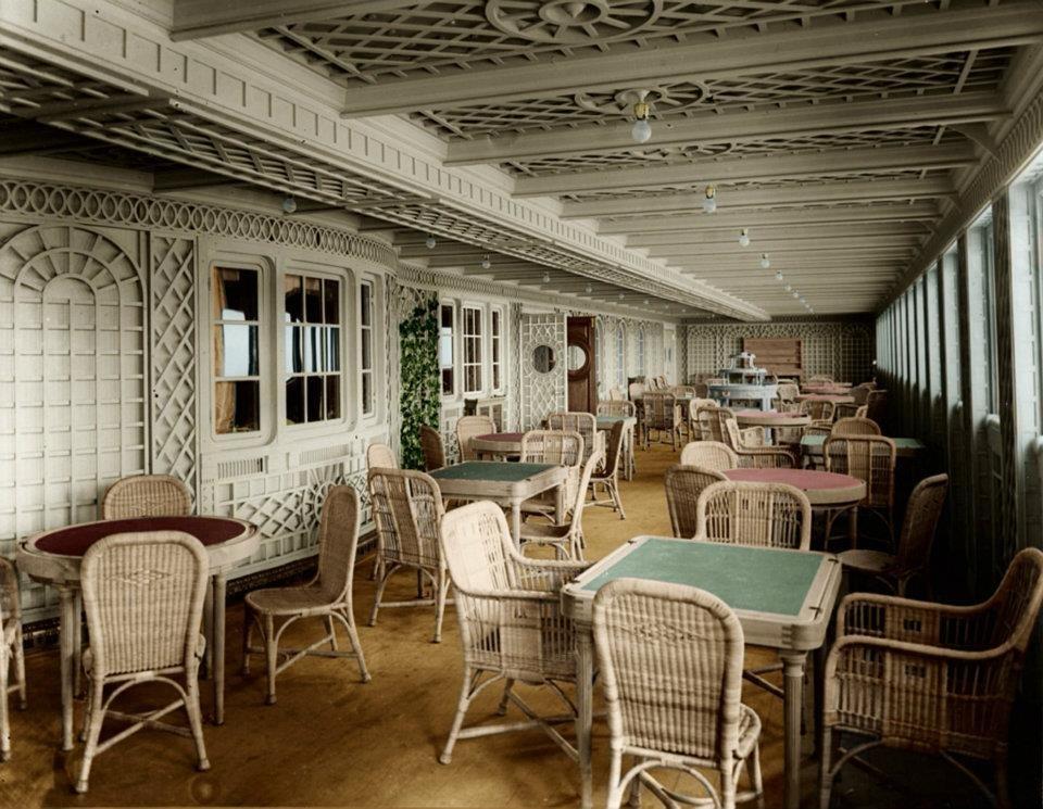 کافه پاریسی در بخش لوکس و درجه یک کشتی