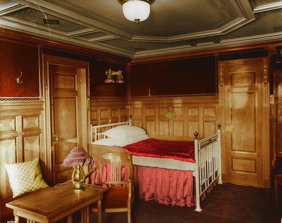 اتاق درجه یک B-59 که به سبک مدرن اتریشی دکور شده است.