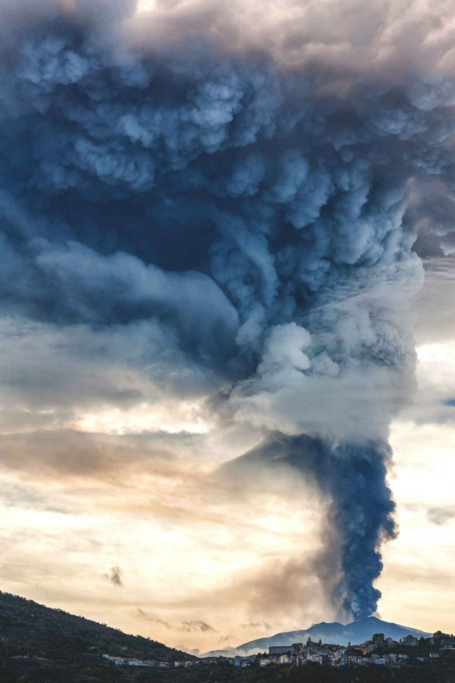 بیدار شدن آتشفشان اتنا (سیسیل، ایتالیا)