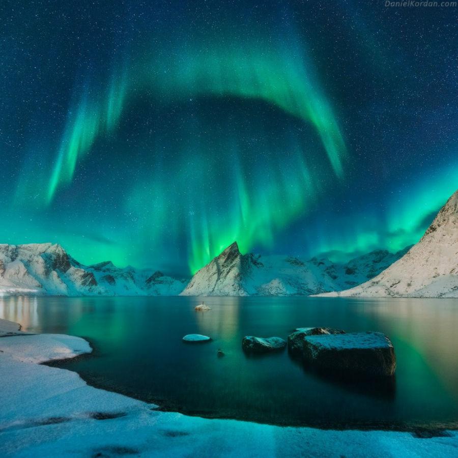 شفق قطبی در بالای جزایر لوفوتن، نروژ