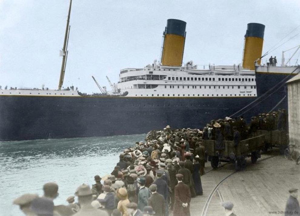 این عکس در تاریخ 10 آوریل 1912 در لحظه ای که تایتانیک در حال ترک کردن ساوت همپتونِ انگلیس به مقصد نیویورک است، گرفته شده است.