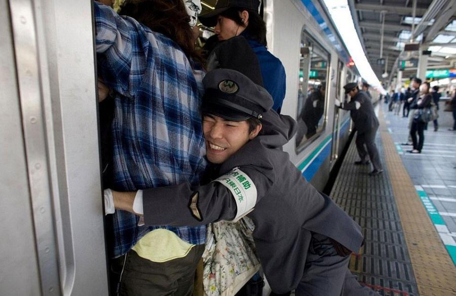 قطار شهری در توکیو - ژاپن
