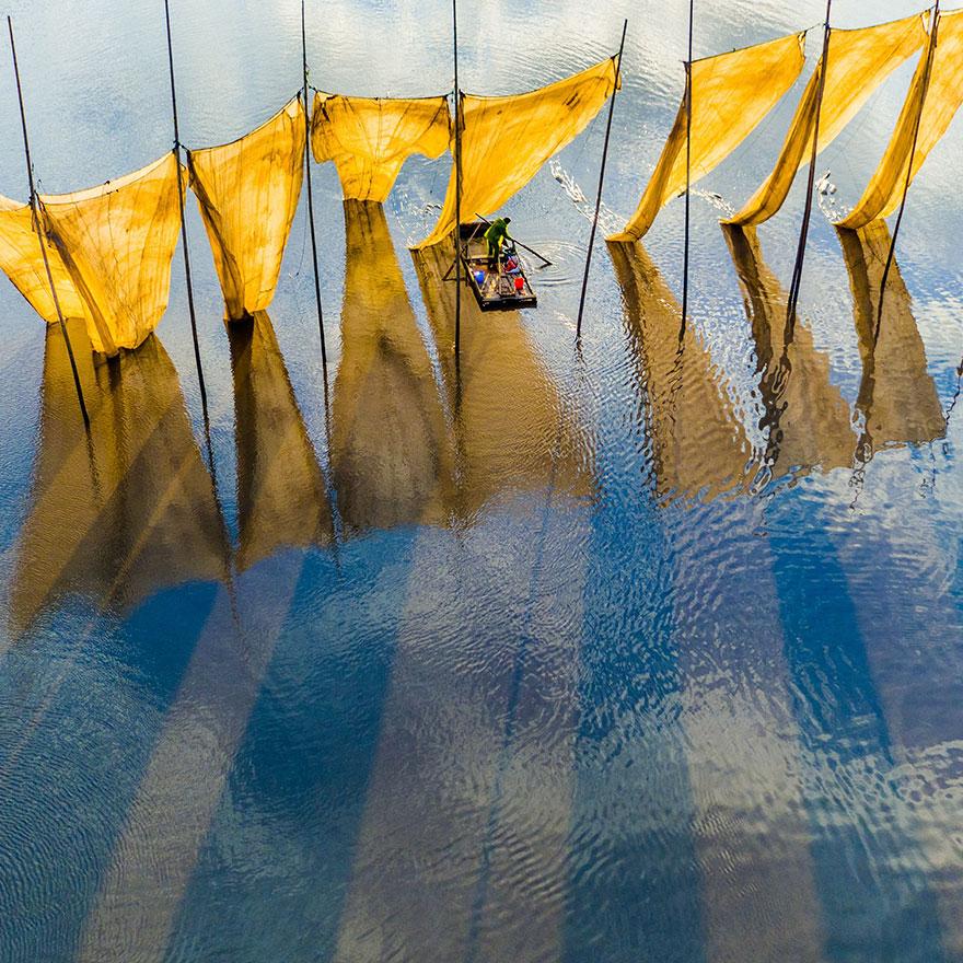 ماهی گیر در کنار تور ماهی گیری - جایزه بزرگ سال 2013