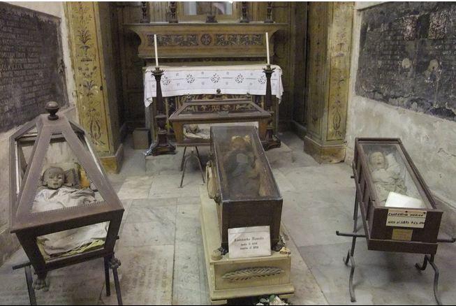 «زیبای خفته» یکی از هزاران مومیایی موجود در سردابه کاپوچین واقع در سیسیل است و از جمله محبوب ترین و تحسین شده ترین اجساد این کلیسا به شمار می رود.