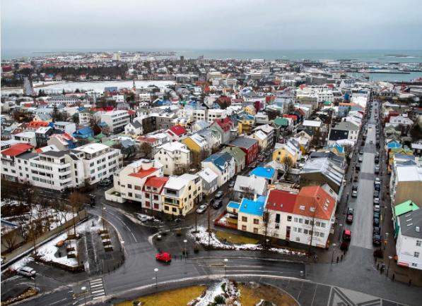 شهر رکیاویک، پایتخت ایسلند، شمالی ترین شهر خودمختار در جهان محسوب می شود.