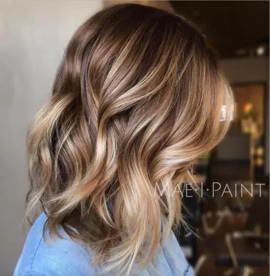 بروندی: ترکیبی از رنگ های بلوند و قهوه ای به صورت بالیاژ (یعنی رنگ شدن ساقه موها به طوری که از پایین به بالا تیره می شود) - 185 درصد