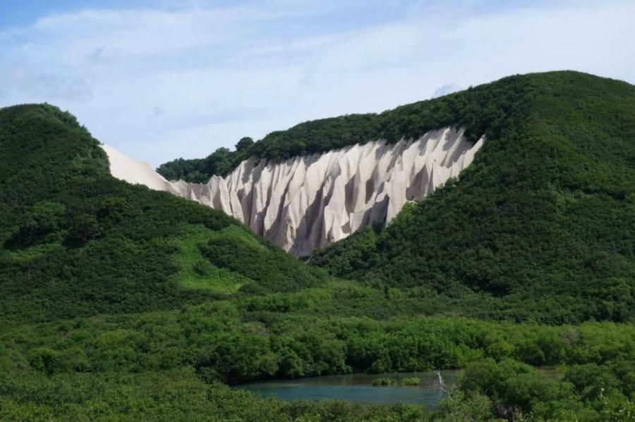 «کوتینی باتا» یکی از کوه های زیبا و عجیبِ موجود در طبیعت که در کامچاتکا (شمال شرقی سیبری) واقع شده است