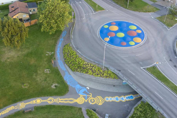 impressive-giant-paintings-on-the-concrete-by-roadsworth-5-900x600-w700