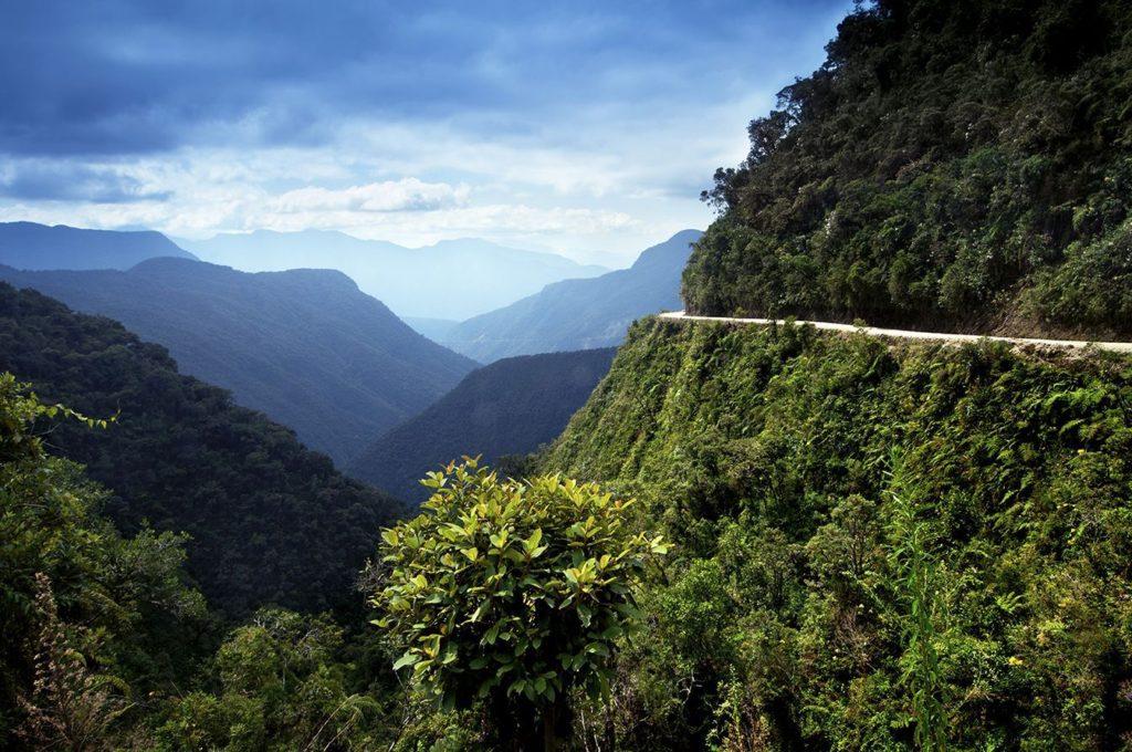 جاده های بسیار خطرناک جهان که گذر از آن ها برای هر کسی دلهره آور است